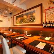 気軽にワインとおいしいものが楽しめるから、お客様にはイタリア人はもちろん食通の外国人も多数。オーナーは7カ国の言葉を自在に使い分け、楽しい雰囲気を盛り上げています。カジュアルな集まりにもおススメです。