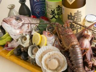 毎日長浜市場から仕入れる鮮度抜群の「旬の魚介類」