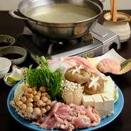 徳島で魚介を使った水炊きが主流な中、鶏肉をたっぷりと使った珍しいスタイルで楽しめる水炊き。