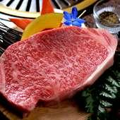 分厚いステーキから滴る肉汁がたまらない『王様ステーキ』