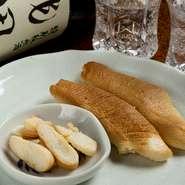 日本酒は飲み比べをすることも可能。好きな燻製料理と合わせながら、試してみたい日本酒をグラスごとに注文することもできます。おいしい料理とうまい日本酒は、切り離せません。