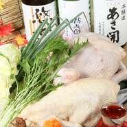 日本三大地鶏の名古屋コーチンをはじめ、地元岩手の地鶏を使用している【赤い鳥盛岡駅前店】。鶏を丸ごと仕入れ、手さばきするため鮮度は格別。鶏の効能や味の違い、調理方法など店長の鶏に対する知識には脱帽です。