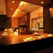 まるで寿司屋のような落ち着いてくつろげる空間