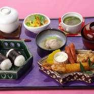 エビフライ・唐揚げ・茶碗蒸し・小鉢・おにぎり・お椀・ウィンナー・デザート
