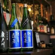 地酒や本格焼酎も充実した品揃え。季節や仕入れ状況によりラインアップが変わり、全国の銘酒が色々味わえるところがうれしい。焼鳥と共にじっくり堪能してみてはいかが。