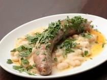 シェフの得意料理のひとつ『自家製サルシッチャと白いんげん豆』