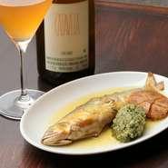 イタリアンでも、日本の四季を取り入れることも大切にしています。その季節にいちばん美味しい旬の食材を使ったメニューを取り揃えています。だから『鮎のコンフィ』といったメニューも登場します。