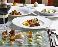 イタリアの伝統的な料理を新しい技法で大地、海からの贈り物を味わっていただくフルコースです。