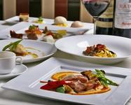 厳選した食材でゴージャスな一時を堪能して頂ける特別なコースとなっております。