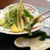 季節の旬を揚げ立てで『野菜の天ぷら』