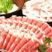 旨みの濃いラム肉は、脂肪分が少なくヘルシーなお肉。たっぷりのお野菜と一緒にバランスよく食べられます。 フルーティな梅酒やカクテルなど、女性好みのお酒も豊富。飲み放題付きのコースで女子会を開いてみては。