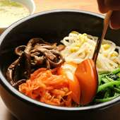 隠し味の自家製タレがおいしさの秘訣『石焼ピビンパ』