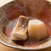 京都の農家から仕入れた聖護院蕪を使う『甘鯛と蕪の炊き合わせ』
