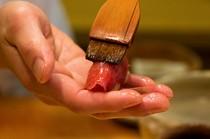 鮨の味を引き立てる丁寧な江戸前の仕事