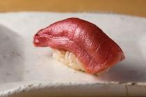 赤身と脂が口の中で調和する『中トロ』