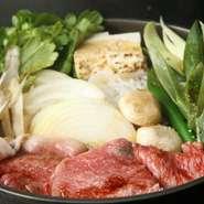 コースの前菜は、四季の移ろいを映す色味鮮やかな5品で構成。いずれも食材前面押しの正統派の和の味付け。