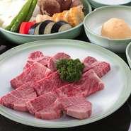 九条葱や焼き豆腐、関東では珍しいザクである麩は、京都産。玉葱は糖度が高い淡路島のものを使用。