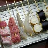 人気の串揚げはこだわりの肉や新鮮な魚介類など種類豊富
