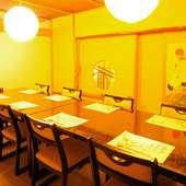 椅子席も対応可能なお座敷など、2~30名まで使える個室多数