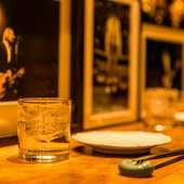 料理人の華麗な手さばきを楽しめるカウンター席があります