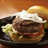 二種類の部位ブレンドした【九州料理しん】のオリジナル『馬肉バーガー』