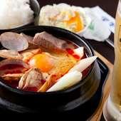 オリジナル牛骨スープ使用の人気メニュー『スンドウブチゲ定食』