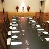 会議やミーティングなどにも利用できる、広々とした個室