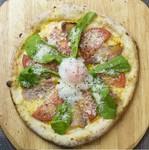 季節の野菜にスタンダードなバーニャソースと自家製グリーンカレーソースを付けてお召し上がり下さい。