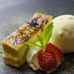濃厚なチーズソースが熱々の鉄板でおこげも楽しめるショートパスタです。