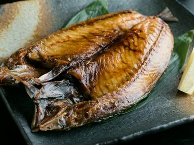 秘伝の魚醤油で味付けされた『金華サバの開き』