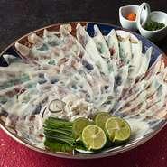 日本料理、博多の冬はやはり虎河豚。三日は寝かせるのでご予約は三日前までに。天然のため20,000円から時価となります。白子は入荷次第ご用意いたします【別途料金が掛かります)。