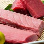 鹿児島産の生まぐろは、特に美味しくて冷凍とは比べ物にならない味わいです。また、お料理にも接客にも真心こめて対応しています。ぜひお立ち寄りください。