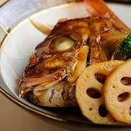 鳴門の海で鍛え上げた鯛。最高峰の鯛とも呼ばれる絶品物です。 ※値段はその日の仕入れによります