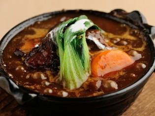 お箸で食べる事が出来る柔らかさ『阿波牛スネ肉のトロトロ煮』