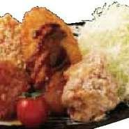 旨味たっぷり!ボリューム満点! 天ぷら(あげだま)衣と、パン粉仕上げ2種チキンカツ に、華味鳥の唐揚げを、よくばり盛り合わせ!!!