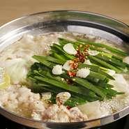 水たきスープをベースに、さっぱりとした中にも、コクのあるスープに仕上げた逸品
