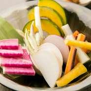 あやめ雪カブ、鈴カボチャ、フルーツ人参、紅化粧大根…柚子塩と「鯛みそ」など季節ごとの変わりみそで。