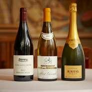 フランス産を中心としたワインは、シャンパンを3~4種、白を約10種、赤を15~20種を常時オンリスト。ワイン自体が出しゃばらず、料理を引き立てるものだけを厳選しています。