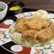 昭和初期に函館で生まれ、それ以来人々を魅了してやまない「ザンギ」を始め、数々の老舗の味を楽しめます。「カレーライス」、「ナポリタン」、「あんかけ焼きそば」などが特に人気です。