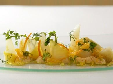 春らしい『ホワイトアスパラ・蛤・はっさく・バジリコ』の前菜