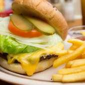 『ハンバーガー』はオーダー制。こちらも新鮮野菜をたっぷりと