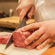 先崎氏は山海の幸に恵まれた九州の生まれ。見事なサシが入った佐賀牛をはじめ、唐津港で揚がった旬の魚介や銘酒など、九州の美味が食卓を彩ります。