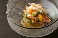 まろやかな酸味が素材を引き立てる『毛蟹とウニの土佐酢和え』