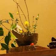 控えめでありつつ、しっかりと季節感が感じられる店内の演出も、日本料理の醍醐味のひとつ。