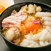 お好み焼きにもセンスが光ります、厳選された魚介類に加えてこだわり卵が決め手! 『はるのや天』