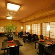 テーブル席のホールがあり、法事に使えます。『御法事懐石コース』は6000円から。予算に合わせた料理を提案してくれるので、詳細はお店に問い合わせるのがおすすめです。こだわりの料理を法事でも。