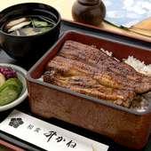 九州鹿児島産の厳選されたうなぎと、伝統的なたれで作る濃厚なうま味の『うな重 肝吸い付(並)』