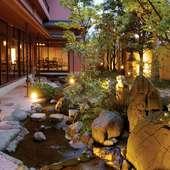 美しい庭園を眺めながら、幻想的な世界で絶品中華を