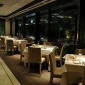 煌めく新宿の夜景を眺められる、二人のための特等席