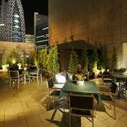 新宿の夜景を眺めながらリストランテのテラスでお料理をお楽しみいただけます。
